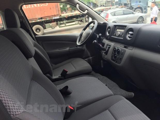 Nissan Viet Nam trinh lang xe NV350 Urvan co gia hon 1 ty dong hinh anh 6