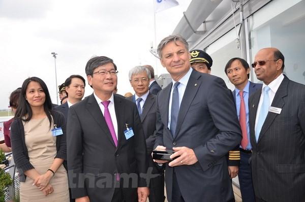 Boeing 787-9 cua Vietnam Airlines bay trinh dien tai Phap hinh anh 3