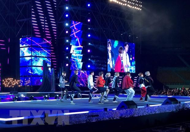 Lien hoan K-Pop The gioi 2019: Soi dong va hoanh trang hinh anh 1