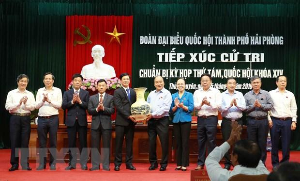 Thu tuong Nguyen Xuan Phuc tiep xuc cu tri Thuy Nguyen, Hai Phong hinh anh 2