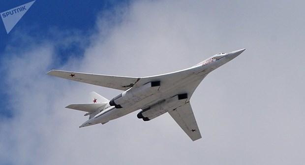 Nga dieu 2 may bay nem bom chien luoc Tu-160 toi Nam Phi hinh anh 1