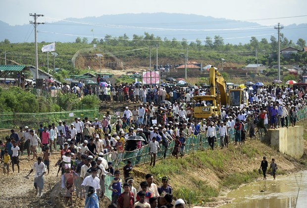Bangladesh giai cuu 122 nguoi ti nan Rohingya gap nan tren bien hinh anh 1
