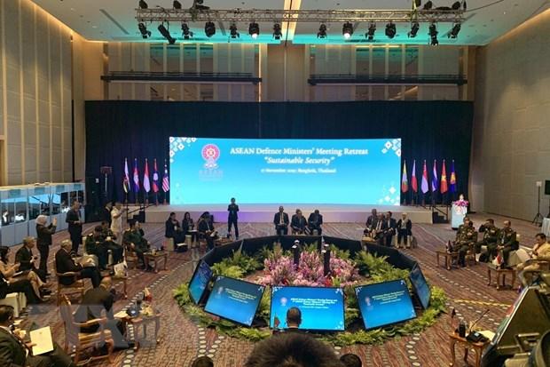 Hoi nghi hep Bo truong Quoc phong ASEAN: Hop tac an ninh ben vung hinh anh 2
