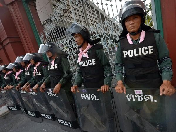Phe doi lap Thai tang bieu tinh nham lat do ba Yingluck hinh anh 1