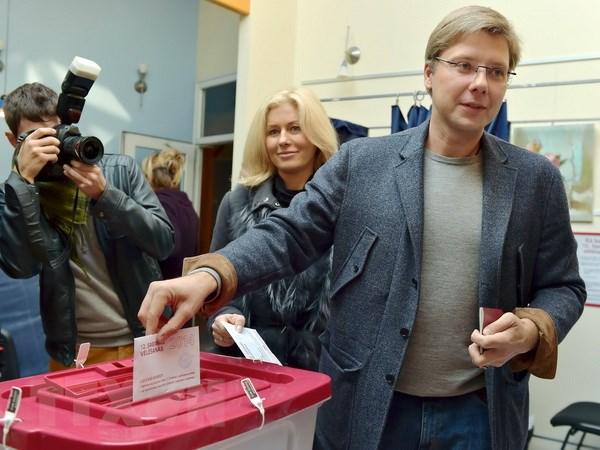 Tong tuyen cu tai Latvia: Lien minh cam quyen dang ap dao hinh anh 1