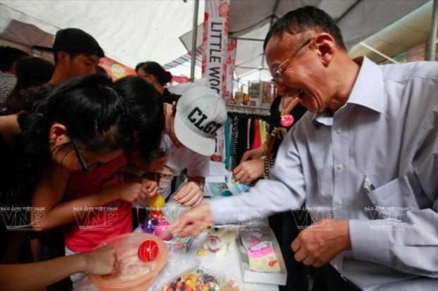 [Photo] Le hoi chuong gio - net van hoa doc dao Xu hoa Anh dao hinh anh 12