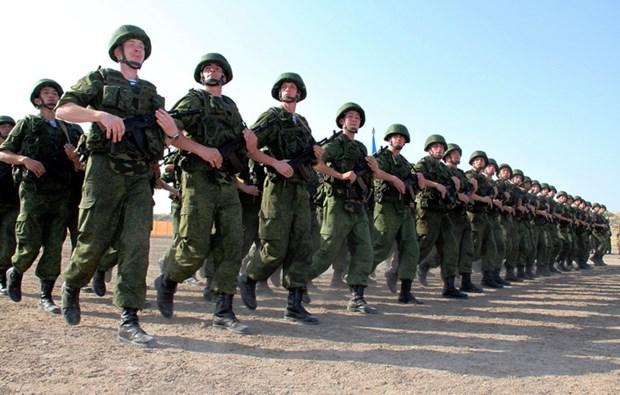 Ukraine cao buoc Nga cu 7.500 binh linh toi mien Dong hinh anh 1