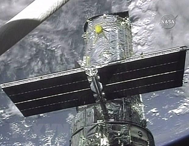 NASA ky niem 25 nam ngay dua kinh Hubble vao khong gian hinh anh 1