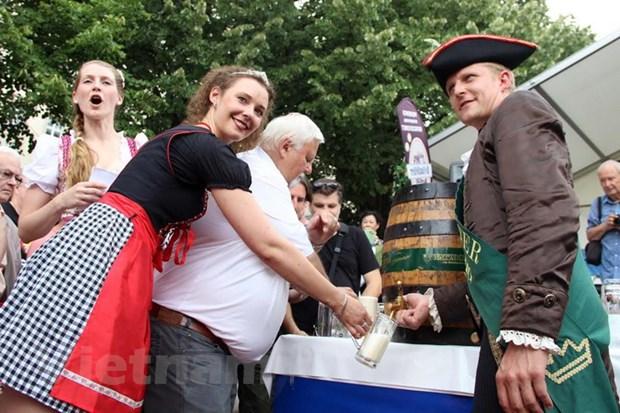Bia chai Ha Noi duoc gioi thieu tai lien hoan bia quoc te Berlin 19 hinh anh 1