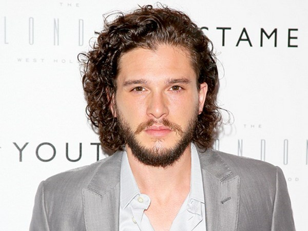 Nam dien vien Game of Thrones vo tinh he lo Jon Snow van song hinh anh 1