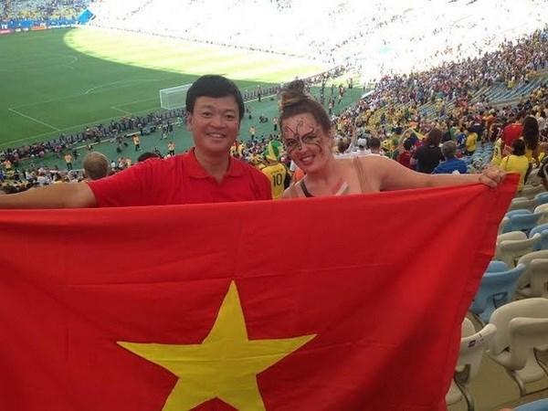 Co dong vien Hai Phong mang dac san Viet den voi EURO 2016 hinh anh 2