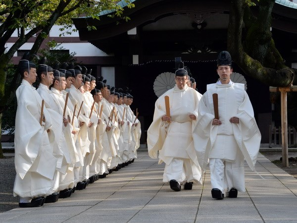 Trung Quoc chi trich ong Abe gui le vat toi den Yasukuni hinh anh 1