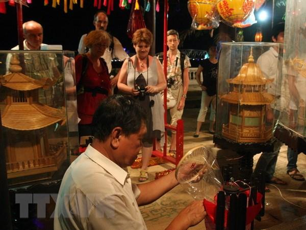 Festival nghe truyen thong Hue lan thu VI dien ra tu 28/4-2/5 hinh anh 1