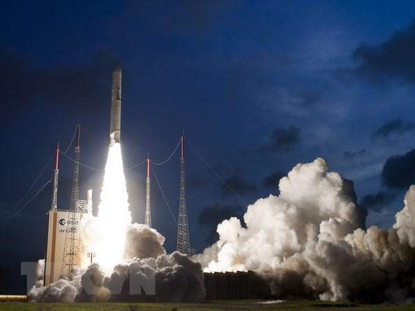 Phap phong thanh cong ten lua day hang nang Ariane-5 len vu tru hinh anh 1