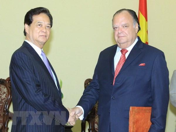 Thu tuong Nguyen Tan Dung tiep Dai su Peru Carlos Berninzon hinh anh 1