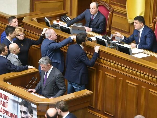 Ukraine: Du kien thanh phan noi cac moi cua ong Groisman hinh anh 1
