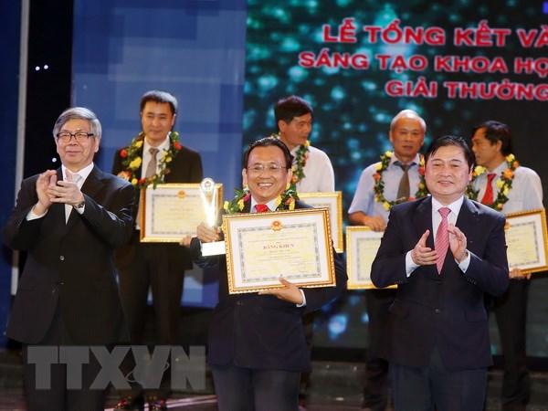 Trao Giai thuong Sang tao Khoa hoc cong nghe Viet Nam nam 2015 hinh anh 1