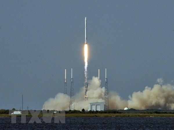 Falcon 9 dua ve tinh vao quy dao, tro ve Trai Dat an toan hinh anh 1