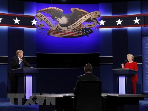 Ba Hillary Clinton gay an tuong trong cuoc tranh luan dau tien hinh anh 1