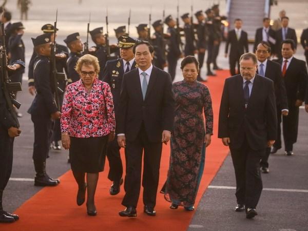 Chu tich nuoc Tran Dai Quang da den Peru tham du APEC 2016 hinh anh 1