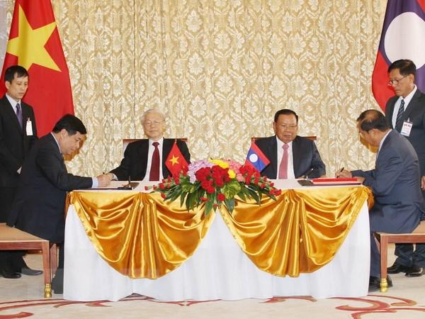 Tuyen bo chung Viet Nam-Lao nhan chuyen tham cua Tong Bi thu hinh anh 1