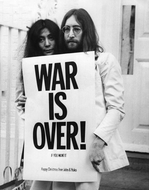 John Lennon - Chien tranh qua di, con tinh yeu o lai hinh anh 2