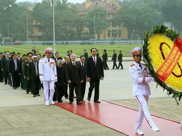 Lanh dao Dang, Nha nuoc vao lang vieng Chu tich Ho Chi Minh hinh anh 1
