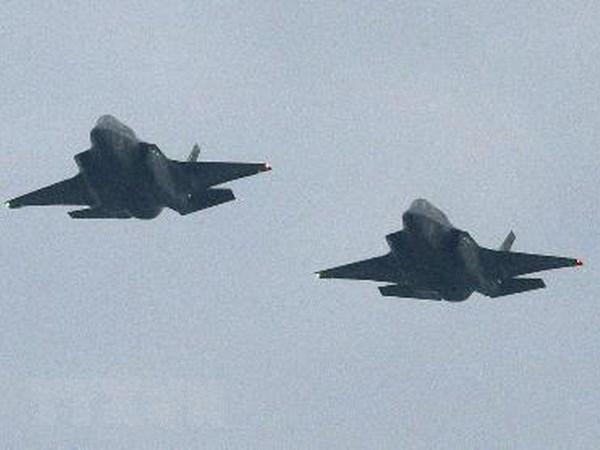 Australia tiep nhan 2 chien dau co F-35 sau nhieu nam tri hoan hinh anh 1