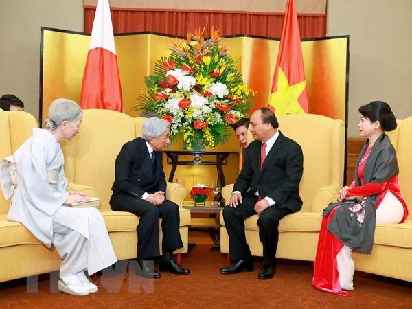 Thu tuong Nguyen Xuan Phuc hoi kien Nha vua va Hoang hau Nhat Ban hinh anh 1
