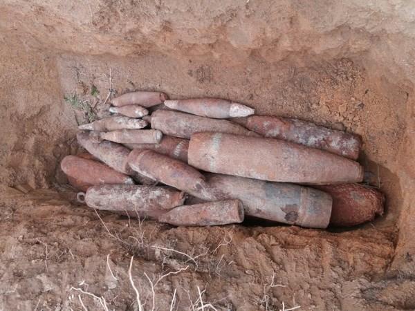 Quang Ngai: Tieu huy 137 qua bom va 2 dau dan M-79 tren Nui Khi hinh anh 1