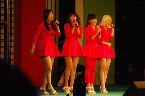 Nhom nhac K-pop noi tieng Sistar giai the sau 7 nam hoat dong hinh anh 1