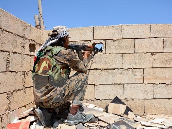 Ap sat Raqqa, quan doi Syria tran ve tinh Deir Ezzor nhieu dau mo hinh anh 1