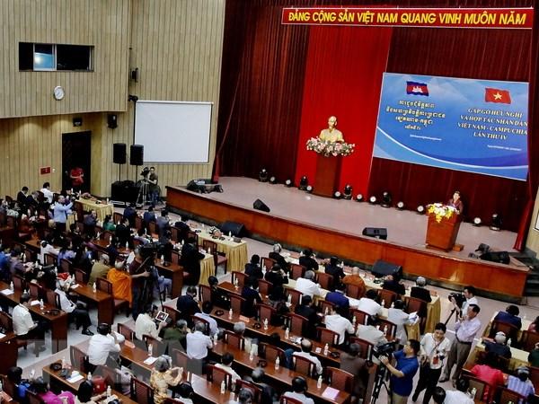 Gap go huu nghi va hop tac nhan dan Viet Nam-Campuchia hinh anh 1
