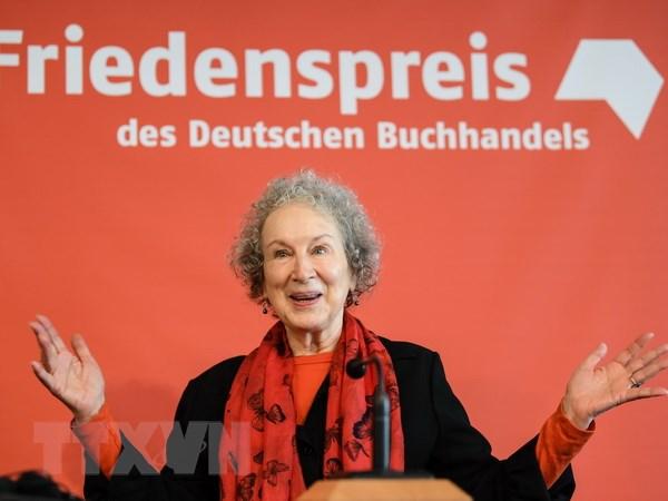 Nha van Margaret Atwood duoc ton vinh voi giai Kafka 2017 hinh anh 1