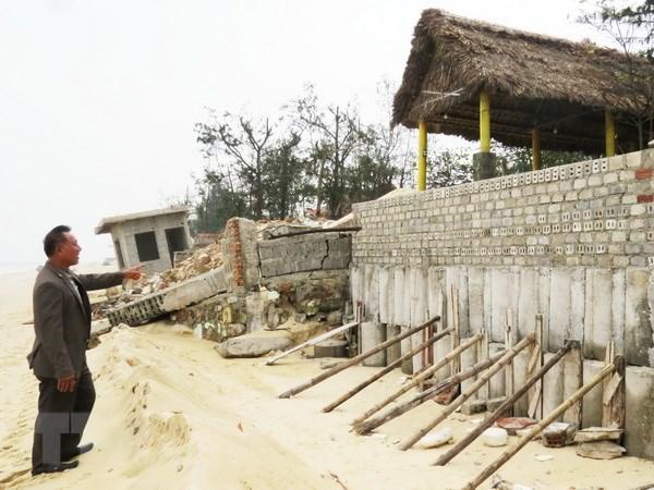 Quang Binh: Hang tram met bo bien Nhat Le bi xoi mon nghiem trong hinh anh 1