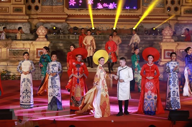 Le hoi ao dai ton vinh Quoc phuc Viet Nam tai Festival Hue 2018 hinh anh 1