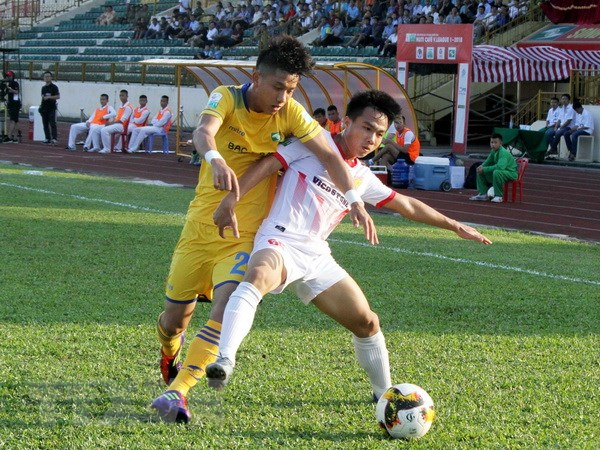 Tong hop vong 7 V-League 2018: Trong tai gay tranh cai hinh anh 1
