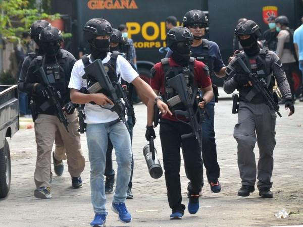Indonesia: Dau sung tai benh vien, go bom trong trung tam thuong mai hinh anh 1