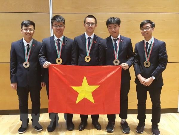Viet Nam gianh hai Huy chuong Vang tai ky thi Olympic Vat ly 2018 hinh anh 1