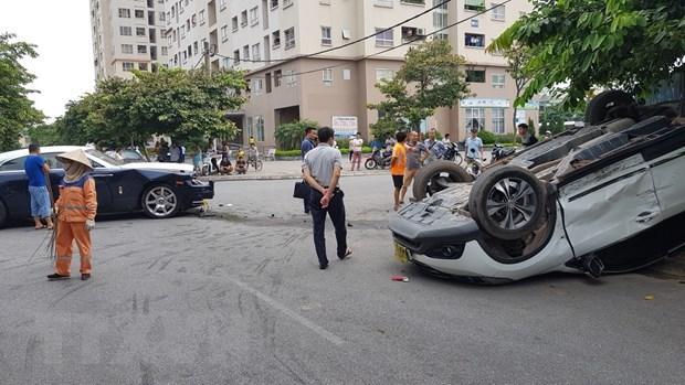 Rolls-Royce vo nat phan dau sau khi va cham voi Honda CR-V hinh anh 2