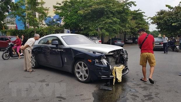 Rolls-Royce vo nat phan dau sau khi va cham voi Honda CR-V hinh anh 1