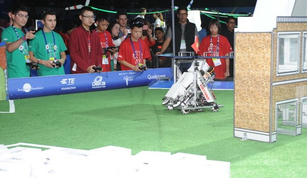 Hoc sinh Viet Nam du giai robot the gioi