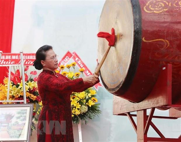 Chu tich Quoc hoi du Le khai giang tai truong Chuyen Le Hong Phong hinh anh 2