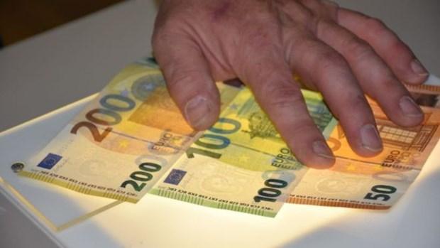 ECB phat hanh to 100 va 200 euro moi voi tinh bao mat cao hon hinh anh 1