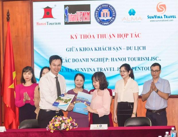 Khoa Khach san-Du lich Dai hoc Thuong mai hop tac voi 5 cong ty hinh anh 1