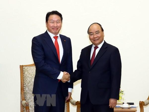 Thu tuong Nguyen Xuan Phuc tiep Chu tich Tap doan SK Group hinh anh 1