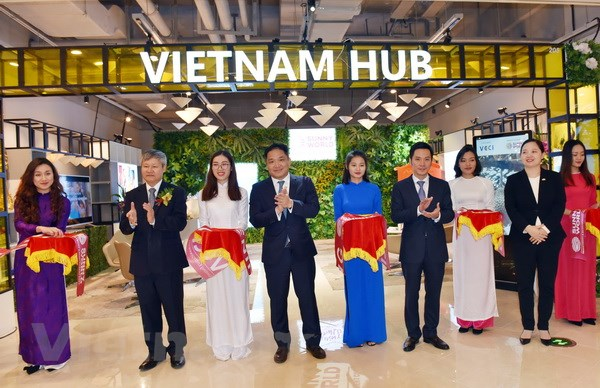 Khai truong Gian hang Viet tai Trung tam thuong mai Thuong Hai hinh anh 1