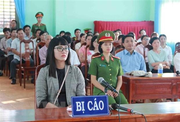 """Phat Huynh Thuc Vy 2 nam 9 thang tu giam ve toi """"xuc pham Quoc ky"""" hinh anh 1"""