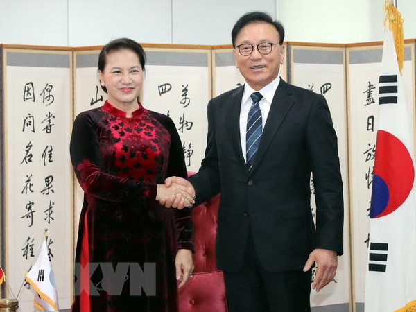 Chu tich Quoc hoi tiep Tong Lanh su danh du VN tai Busan-Gyeongnam hinh anh 1