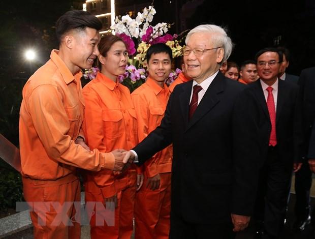 Tong Bi thu, Chu tich nuoc chuc Tet doi canh sat 113 va EVN hinh anh 2